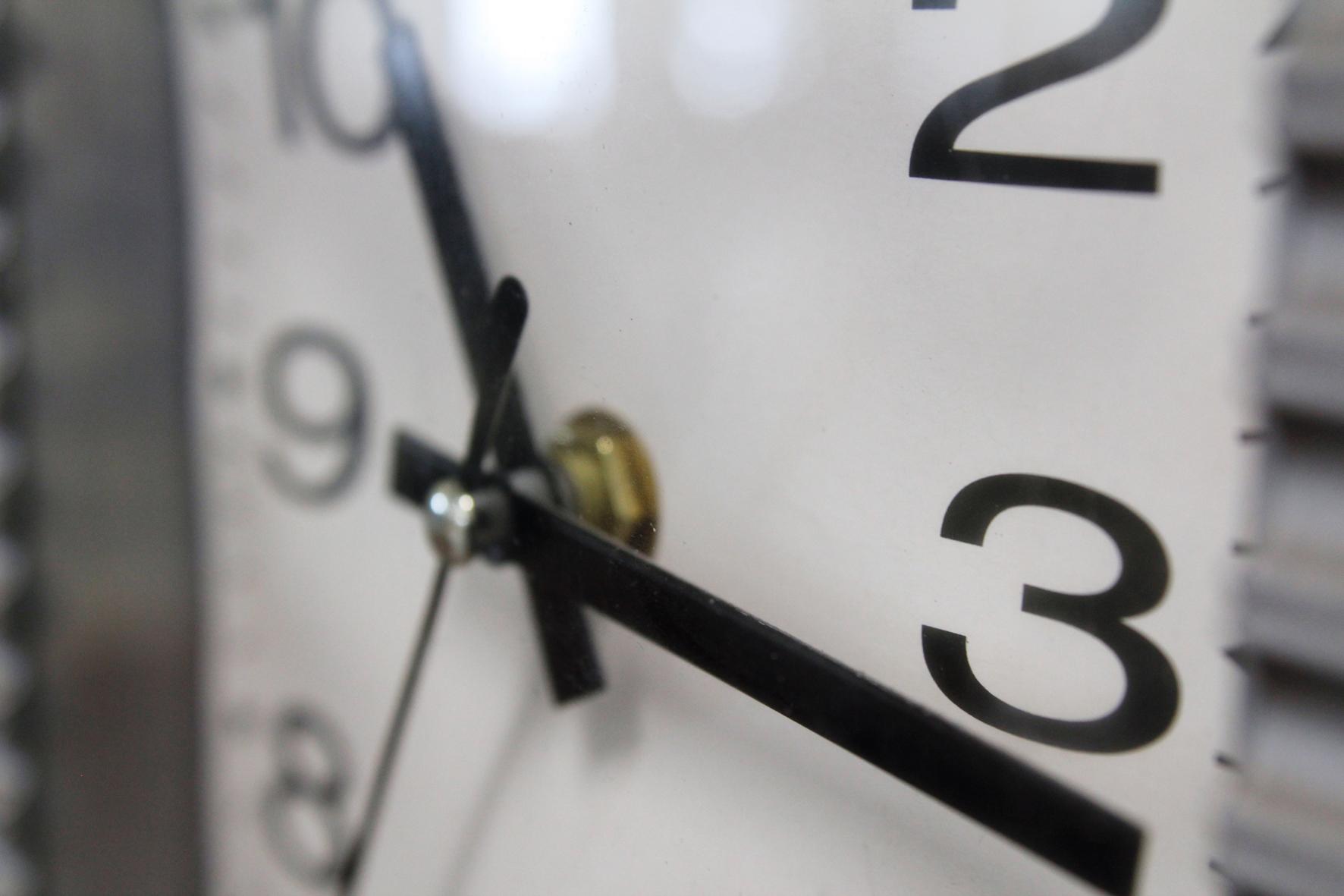 8e4545f89d3 Relógios precisam ser adiantados em uma hora neste domingo – Rádio ...